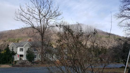The Inn at Sugar Hollow Farm : Front View