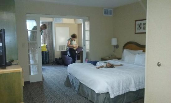 vista da entrada picture of portofino inn suites. Black Bedroom Furniture Sets. Home Design Ideas