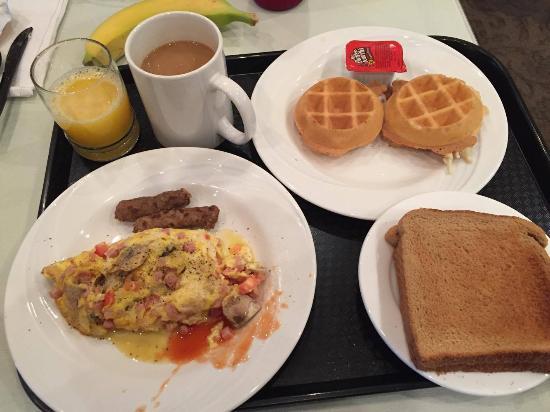 Pacifica Suites Santa Barbara: hot breakfast