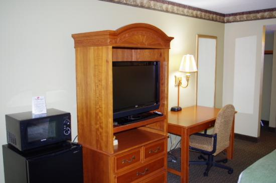 Americas Best Value Inn-St. Louis / Downtown: Another view of our great room amenities!