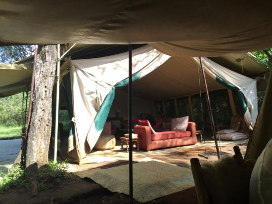 Nairobi Tented Camp: Sitting area seen from dining area