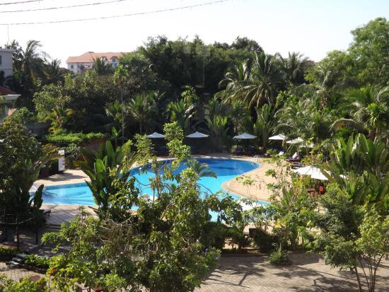 Angkor Century Resort & Spa: 部屋からプールを眺める