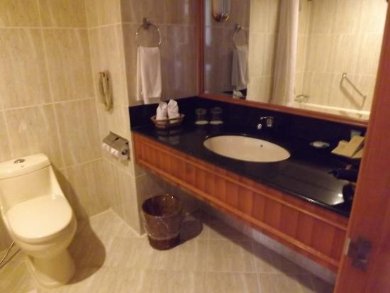 Angkor Century Resort & Spa: バスルーム