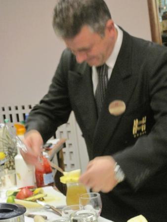 Hotel Continental: Giovani the bartender