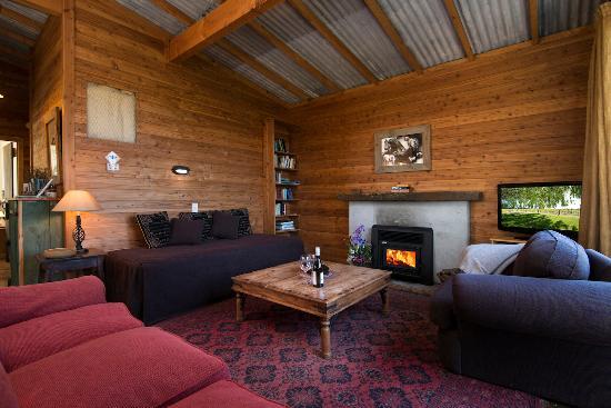St Leonards Vineyard Cottages: fire place