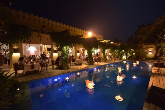 Areindmar Hotel : Swimming Pool Night View