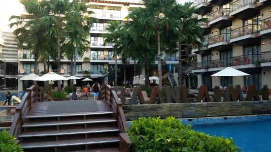 Baan Laimai Beach Resort: Pool Entrance through a bridge