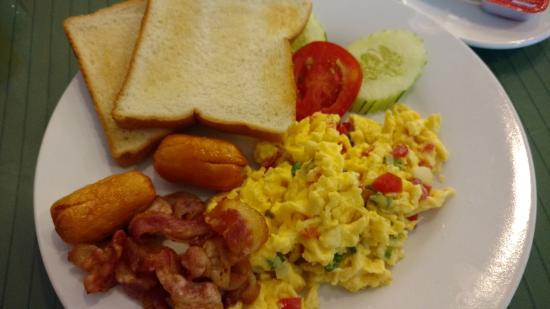 Vista Residence Bangkok: American breakfast