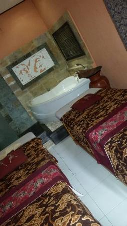 Tunjung Sari Spa Bali: Just love the outside massage beds in a tranquil garden