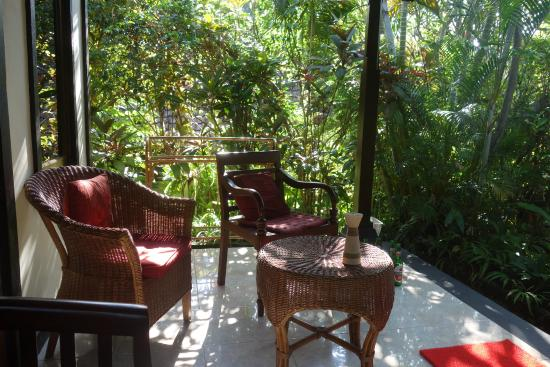 Sama's Cottages and Villas: terras