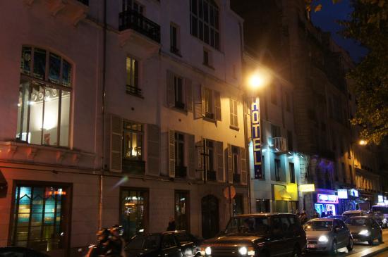 Gold Hotel: 2