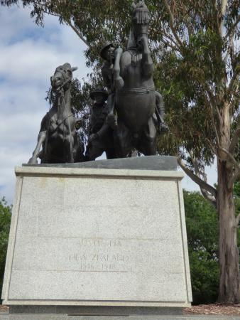 Desert Mounted Corps Memorial: Memorial