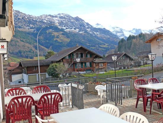 Frutigen, Szwajcaria: Blick von der Terrasse Richtung Kandertal
