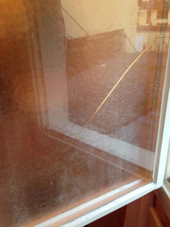 Todtnauberg, Deutschland: Das Fenster im Bad ist gesprungen und klemmt
