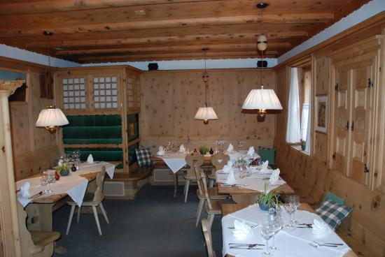 Hotel ENGIADINA: Une des petites salles de restaurant