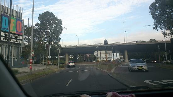 Homebush, Australia: ストラスフィールドからバスにのると左側にDFOが見えます。