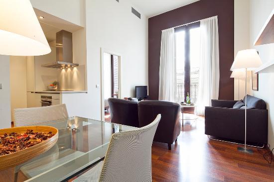Inside Barcelona Apartments Mercat