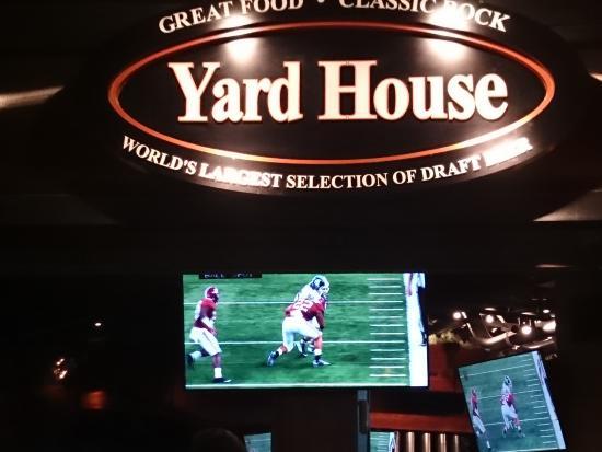 Yard House: 入り口