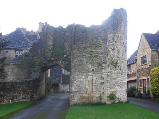 Beverston Castle: Castle exterior3