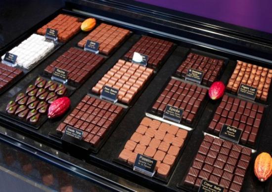 vitrine chocolat photo de p tisserie fresson metz. Black Bedroom Furniture Sets. Home Design Ideas