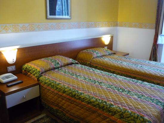 Hotel Genova : quarto no terceiro andar