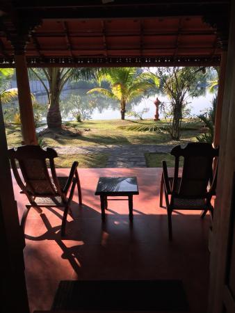 Kondai Lip Backwater Heritage Resort Photo