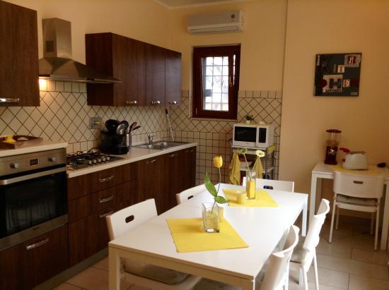 The Yellow House: cucina