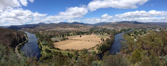 New Norfolk and Derwent River from Pulpit Rock lookout