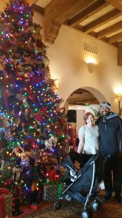 Four Seasons Resort The Biltmore Santa Barbara : Lobby Decorated for Christmas