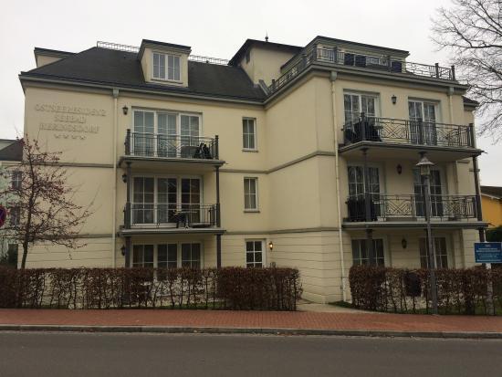SEETELHOTEL Ostseeresidenz Heringsdorf: Haus Nr. 4 aus der gegenüberliegenden Straße aufgenommen.