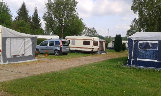 Grandpre, France: Emplacement camping