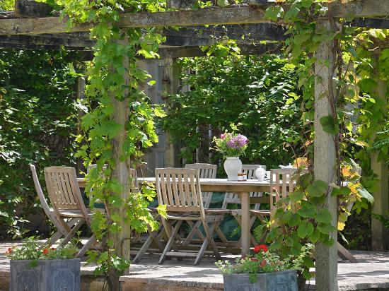 Weir House Pergola And Outdoor Dining