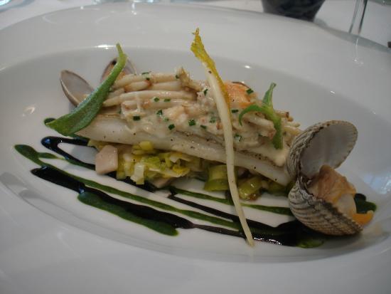 Waregem, เบลเยียม: heerlijke inktvissaus bij de vis