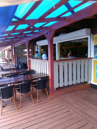 Lucky's Bar Et Bistro