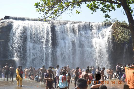 Kanyakumari District, อินเดีย: Water fall front view