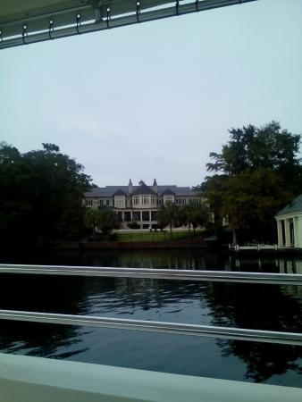 Lookout Lady Scenic River Tours of New Bern-Day Boat Tours: Nicholas Sparks Home