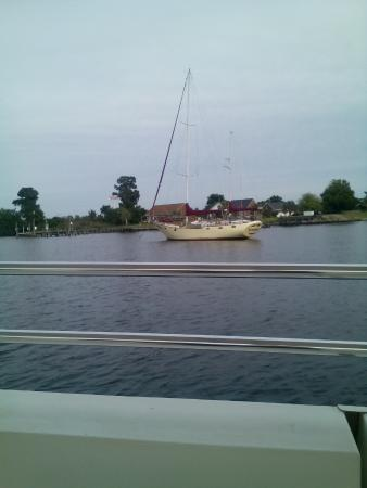 Lookout Lady Scenic River Tours of New Bern-Day Boat Tours: Beautiful boat