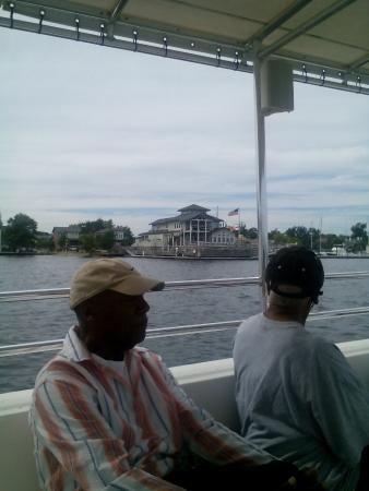 Lookout Lady Scenic River Tours of New Bern-Day Boat Tours: Persimmons Restaurant