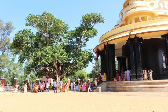 Sivagiri: pelgrims at the ashram