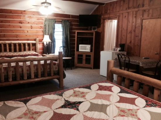 Big Moose Resort: queen beds