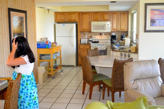Calini Beach Club: Very spacious Kitchen!  Smart design, functional and supplied with everything.