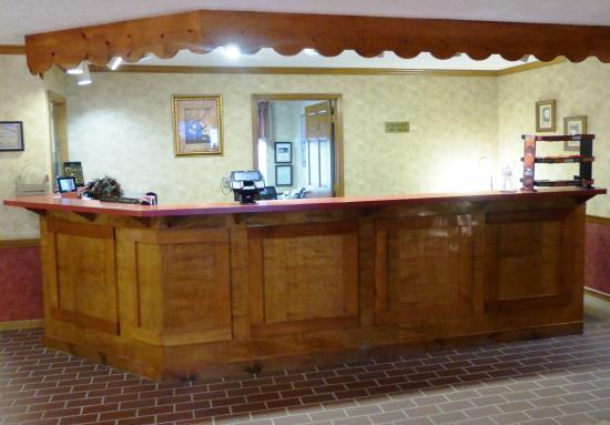 Uhrichsville, OH: Front Desk