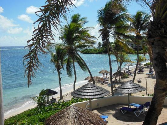 St. James's Club: Ocean side beach