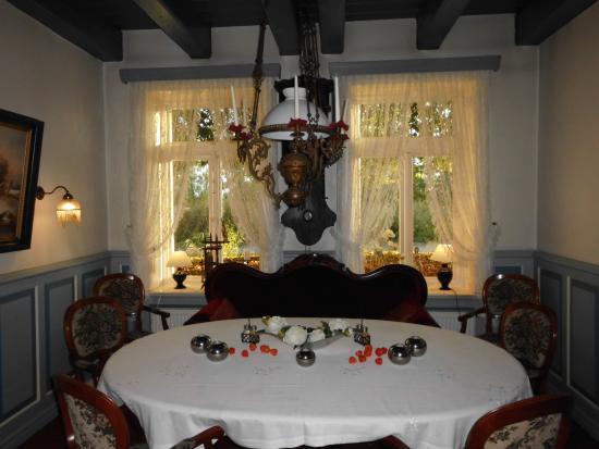 Landgasthof Hengstforder Mühle: Ein Großer Runder Tisch, Im Mühlen  Restaurant, Da Ist Fü