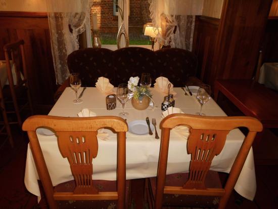 Landgasthof Hengstforder Mühle: Im Speise Zimmer Vom Restaurant.  Landgasthof Hengstforder Mühle: Ein Großer Runder Tisch ...