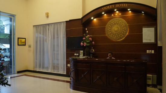 Violet Hotel: Ресепшн