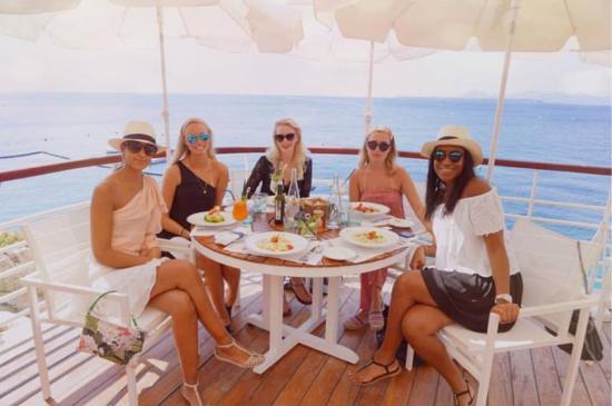Girls lunch at eden roc picture of eden roc restaurant for Restaurant antibes