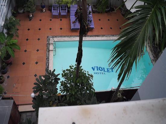 Violet Hotel: Вид из окна №205.