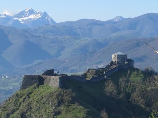 Sapori e Saperi: Fortezza Verrucole and the Alpi Apuane in the Garfagnana