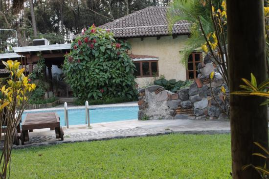 Real Plaza Hotel Suites : Piscina